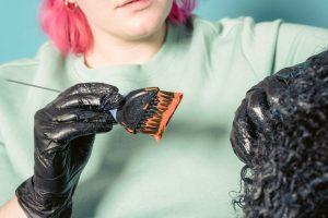 كيف اخلي لون الحناء عنابي لليدين
