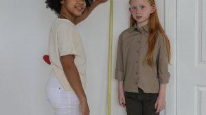 برنامج قياس الطول بين شخصين